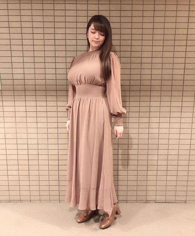 タイトワンピースを使用した韓国ファッションコーデ