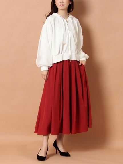 ロング丈スカートはパーカーを上品に見せてくれる