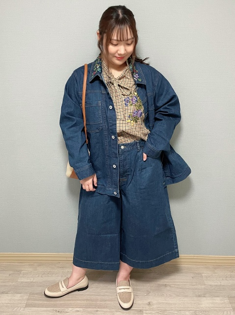 【super hakka feuille 】のフラワー刺繡入デニムジャケット
